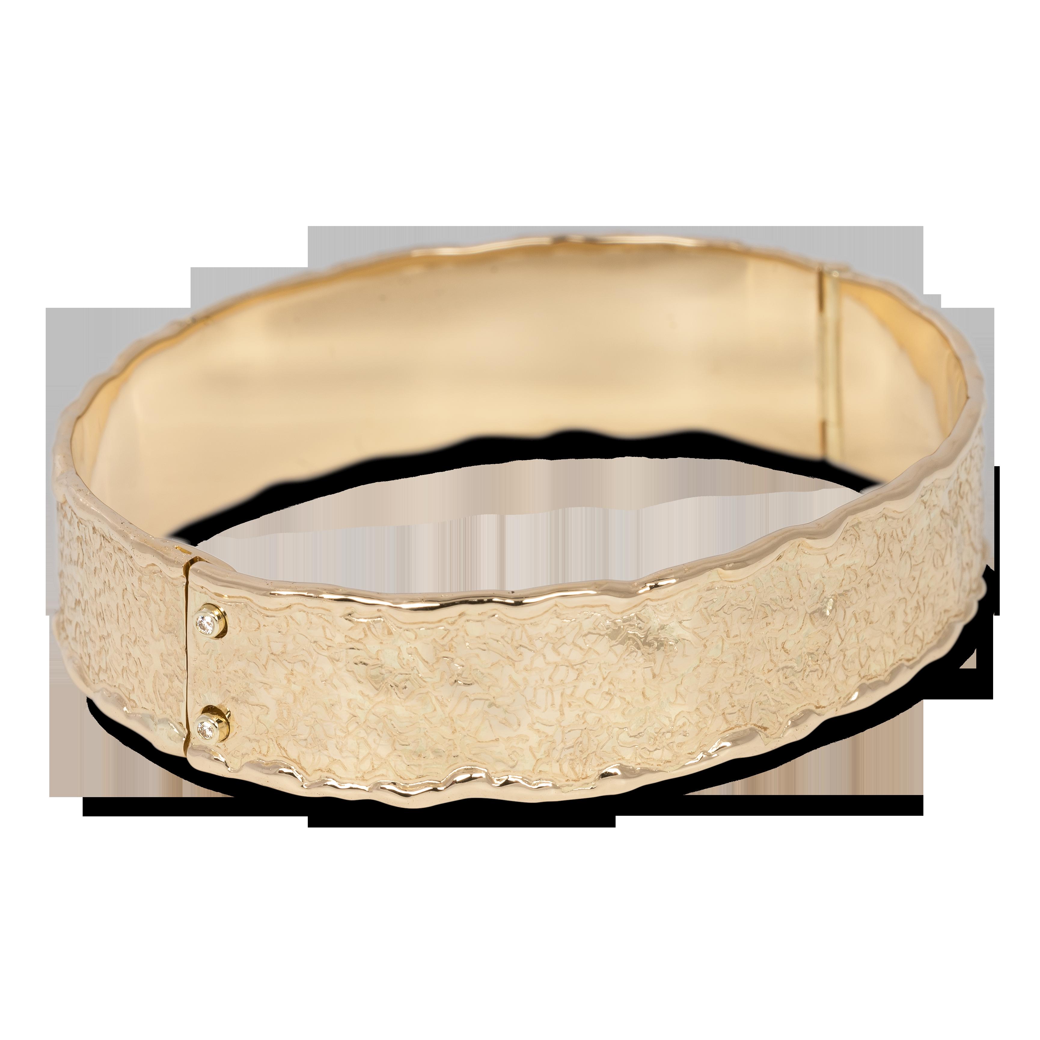 Geelgouden bewerkte slaven armband